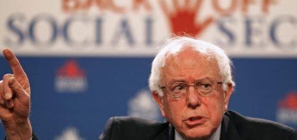 Mesmo perdendo nas prévias do partido, Bernie Sanders foi ovacionado pelo público da convenção democrata.