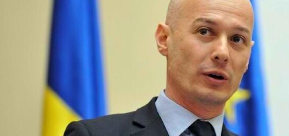 Bogdan Olteanu, acuzat că a luat mită de la Vântu