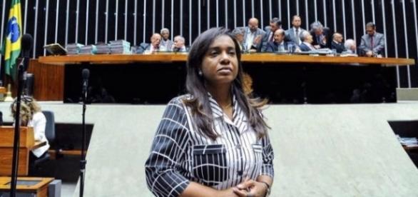 Deputada federal Tia Eron, acusada de receber dinheiro dos estudantes carentes da Bahia