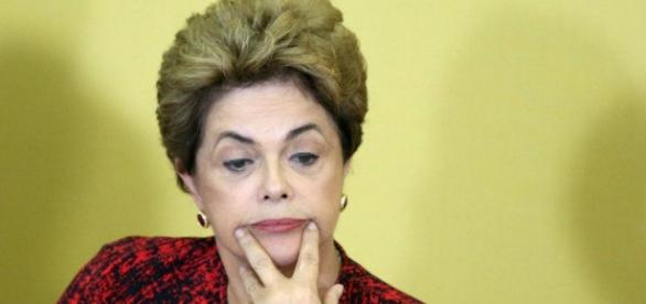 Dilma Rousseff consegue adiar impeachment