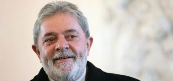 Ex-presidente Lula é alvo de críticas em artigo