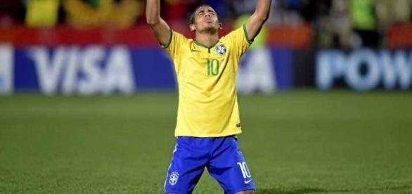 Gabriel Jesus comemora gol pela seleção de base