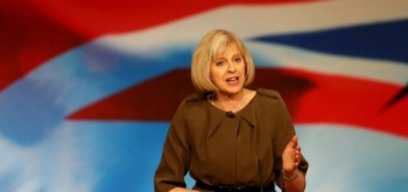 Theresa May are răspunsuri la problemele românilor din UK