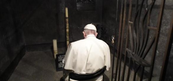 Francisco em uma das celas de Auschwitz