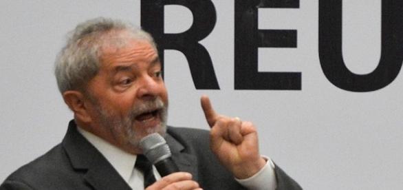 Lula diz em evento que MP e a PF precisam provar acusações