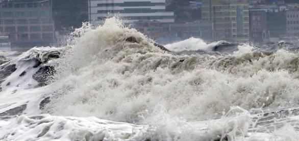 Ressaca do mar de Copacabana atinge estúdios de TV dos jogos olímpicos