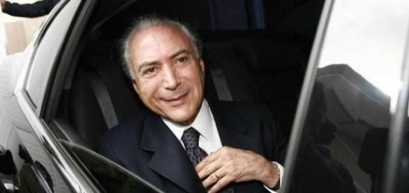 Michel Temer enquanto era vice-presidente, está sendo acusado de gastado muito em viagens ao exterior