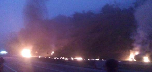 Acidente na BR 277 matou quatro pessoas após caminhão tanque pegar fogo