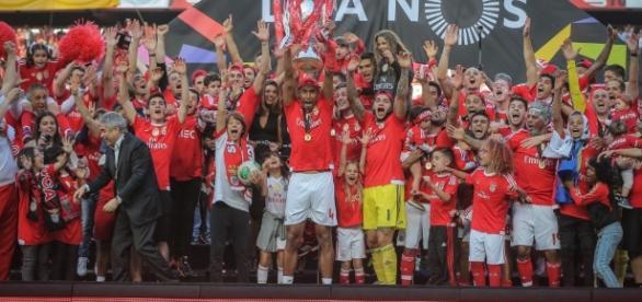 Benfica continua desviando craques ao rival