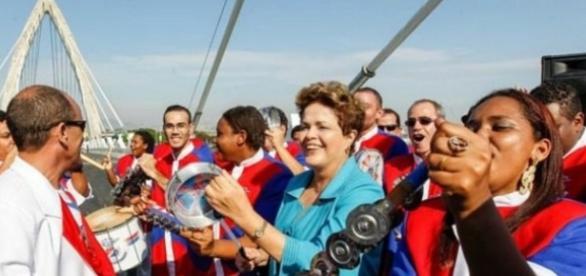 Dilma e seus batuques no Carnaval
