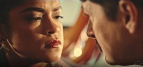 Luzia e Carlos formam aliança na novela