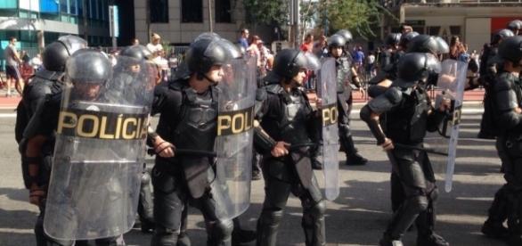 PM precisou conter grupo que queria atrapalhar manifestação (Foto: Rudah Poran)