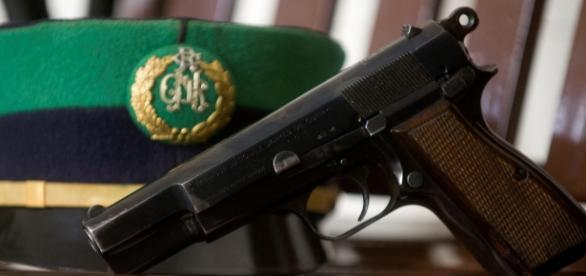 A arma que deveria proteger acaba por matar
