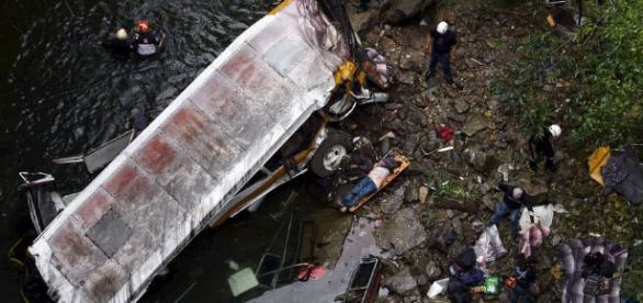 Acidentes de ônibus   Tópicos   EXAME.com - com.br
