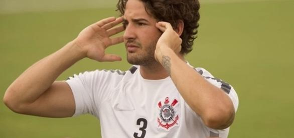 Pato volta nessa terça ao Corinthians