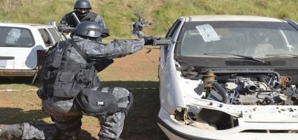 Exercício anti-terrorista das forças especiais brasileiras