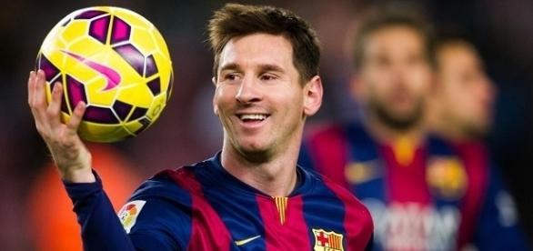 Messi é condenado a 21 meses de prisão por fraude fiscal.