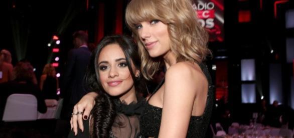Reprodução/Internet - Camila e Taylor Swift