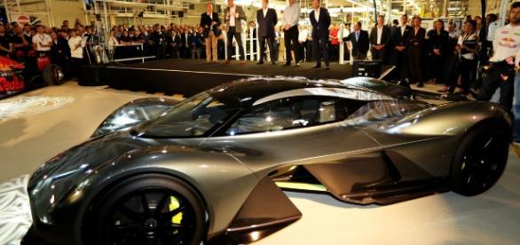 Esportivo fruto da parceria entre Aston Martin e Red Bull foi revelado na Inglaterra