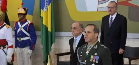 General Peternelli em nomeação oficial com José Sarney