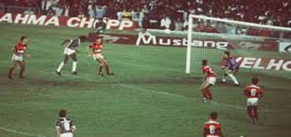 Gol do bicampeonato carioca de 1984, marcado por Assis (Foto: Portal Pó de Arroz)