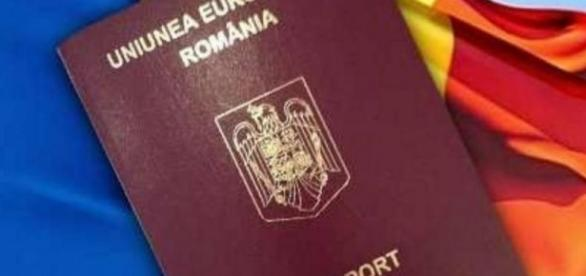 Scandalul paşapoartelor cumpărate cu 1.000 de lire continuă