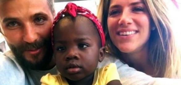 """""""Amor não tem endereço"""", diz Giovanna Ewbank sobre ter adotado menina africana"""