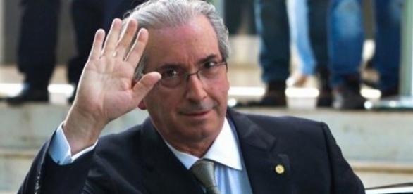 Eduardo Cunha renuncia a presidência da Câmara
