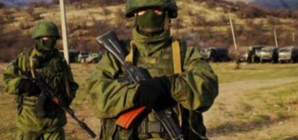 Forças da Rússia próximas da cidade de Simferopol, Crimeia