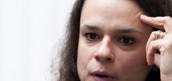 """Jurista Janaina Paschoal, classificou o depoimento de Dilma Rousseff de """"palanque político"""", na Comissão Especial do Impeachment"""