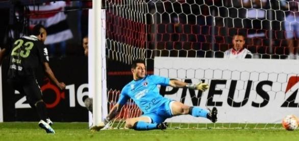 Os dois gols Altético Nacional-COL foram marcados por Borja (Foto: Sergio Barzaghi/Gazeta Press)