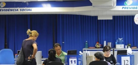 Preocupados com as mudanças, brasileiros têm corrido ao INSS para tentar antecipar a aquisição do benefício. (Foto: Fábio Rodrigues Pozzebom/ABr)