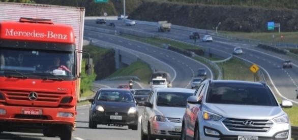 A nova lei serve para todos os veículos que trafegam nas rodovias do país