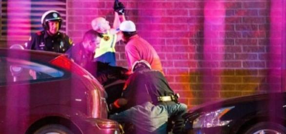 La policía fue agredida por francotiradores