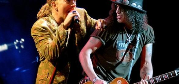 Axl Rose e Slash em uma apresentação da banda Guns N`Roses, em 2016