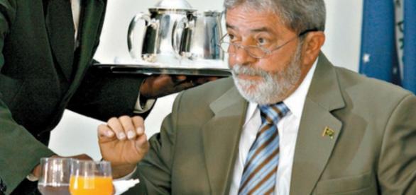 Garçom de Lula é investigado e doleiro é o seu advogado