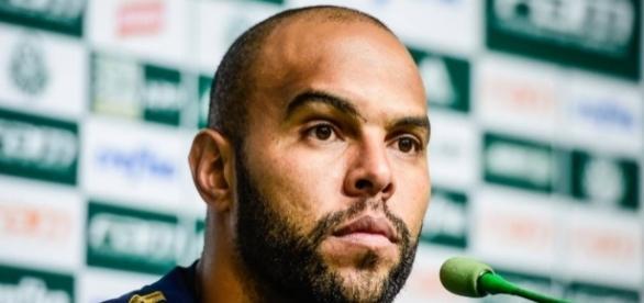 Alecsandro, atacante do Palmeiras.