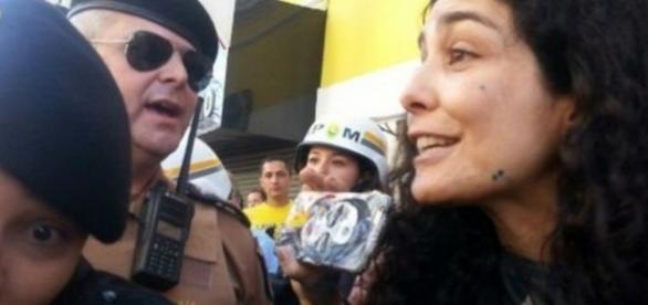 Atriz se envolve em confusão durante protesto contra Dilma