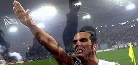 Ex-jogador da Lazio, Paolo Di Cani, fez gesto fascista após ter marcado um gol