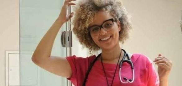 Médica foi vitima de comentários racistas por defender paciente