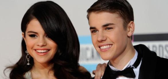 Justin Bieber apareceu com a sua nova paixão