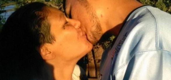 Beijo entre mãe e filha chocam o mundo