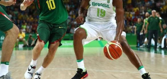 Brasil vai enfrentar a Argentina no basquete masculino