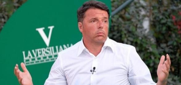 Matteo Renzi sul palco del Caffè della Versiliana