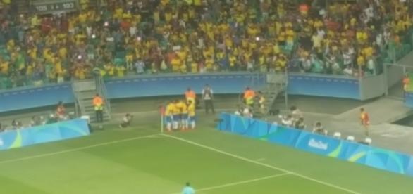 NA Fonte Nova, Brasil goleia a Dinamarca e avança no futebol masculino (Foto: Globoesporte)