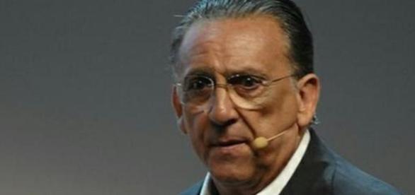 Galvão Bueno reclama de repercussão de notícia fútil