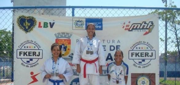 Thayssa conquistou o primeiro lugar na seletiva de karatê em Duque de Caxias