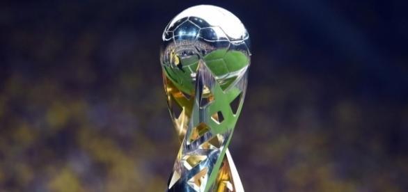 Trofeo de la DFL-Supercup. Imagen procedente de: cdn0.vox-cdn.com
