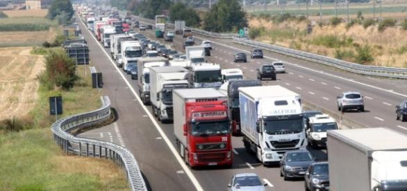 Autostrada A3 Salerno - Reggio Calabria: traffico in tilt per incidente