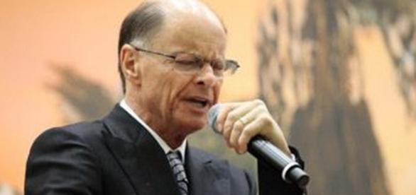 Edir Macedo pode ser proibido de pedir dízimo na TV